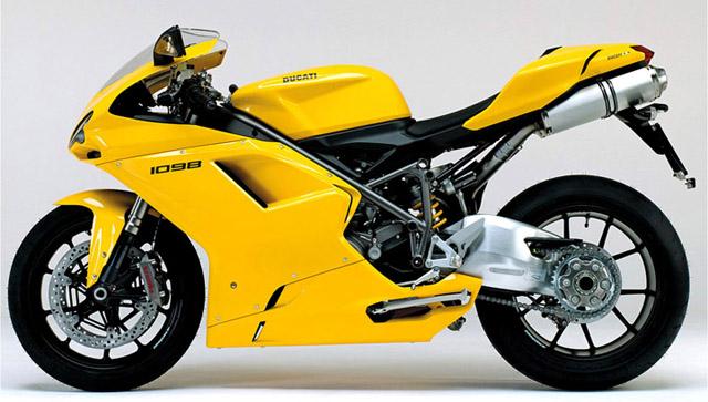 Besonders Die Gelbe Variante Durfte Gierige Blicke Anziehen Wie Ein Elektromagnet Eisenspane Honda Kawasaki Suzuki Und Yamaha Sind Japanische Motorrader