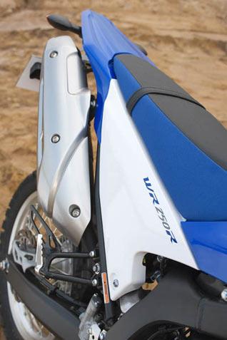 Yamaha WR250R Sitz und Auspuff